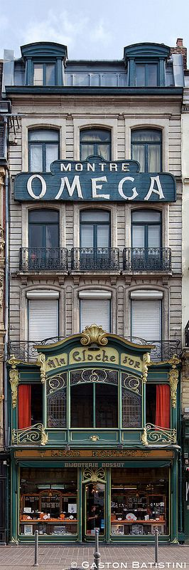 A la cloche d'Or, Rue des Manneliers, Lille, France    ᘡղbᘠ