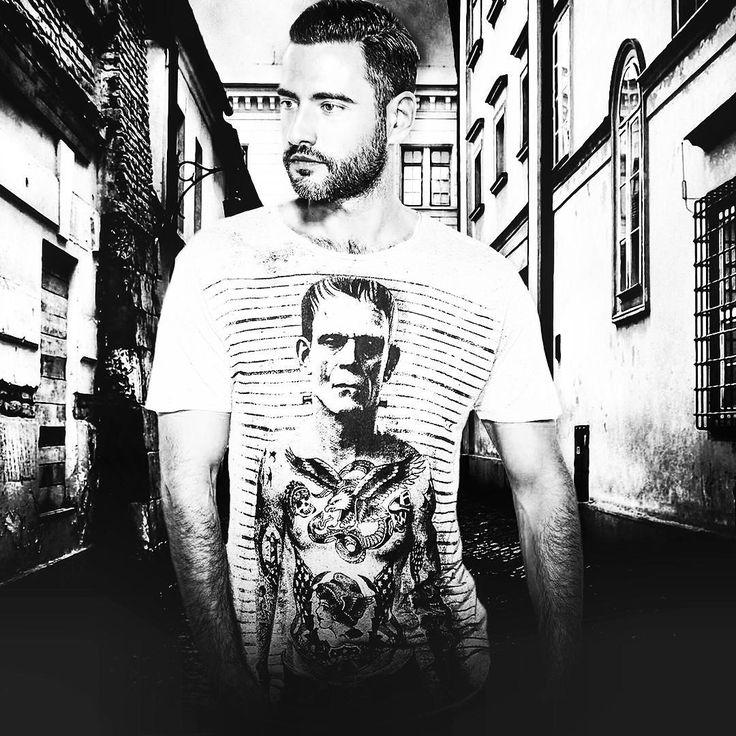 did you know that frankie have a lot of tattoos hidden under his suit ? This is a true story from the real life/world.  #alsdesignstudio #thedustyinklab #aksellarsen #whitetee #9000 #aalborg #denmark #danish #iloveprints #printnerd #print #vintage #worn #wornout #texture #grunge #denim #denimwear #jeans #jeanswear #tshirt #menswear #mensfashion #danishdesign #malefashion #tattooprint