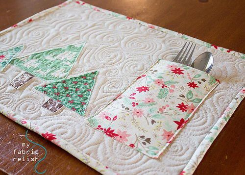 Christmas Reversible Patchwork Pocket Placemat — instructions by My Fabric Relish. Has appliquéd Christmas trees on the front and patchwork on the reverse side. #placemats #brightideas