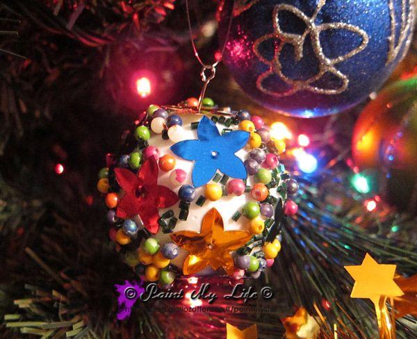 Palle natalizie di recupero, dagli orecchini anni `90