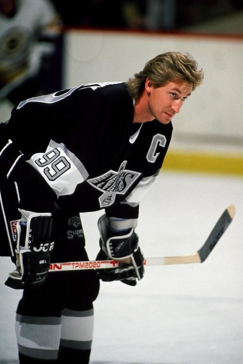 199 Wayne Gretzky retires with the new york rangers as the great one.