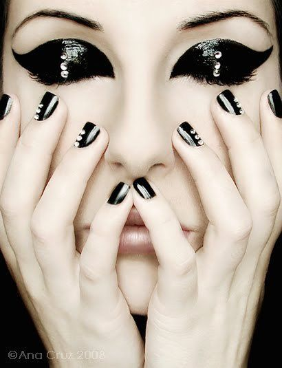 black makeup. I wish I knew how to get that lacquered effect