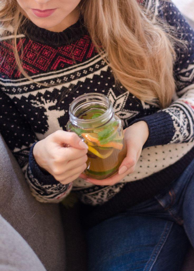 Świąteczny sweter i zimowa herbata • haukotella.com