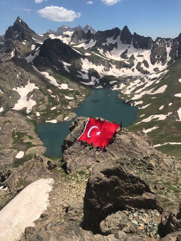 İkiyaka Dağları