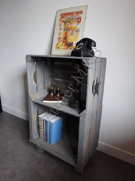 tag re en bois faite partir de deux caisses pommes. Black Bedroom Furniture Sets. Home Design Ideas