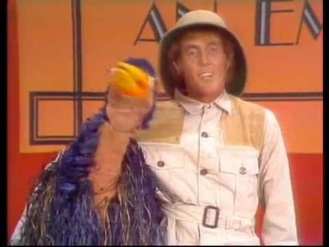 Rod Hull And Emu - How To Groom An Emu If you have parrots....esp. Macaws...you'll understand!