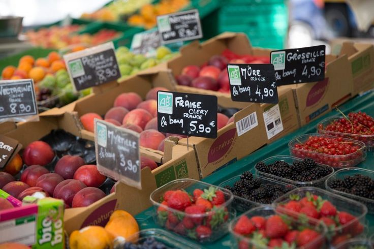 Organic markets in Paris #parisianmarkets #organiclifestyle @parisphotostory
