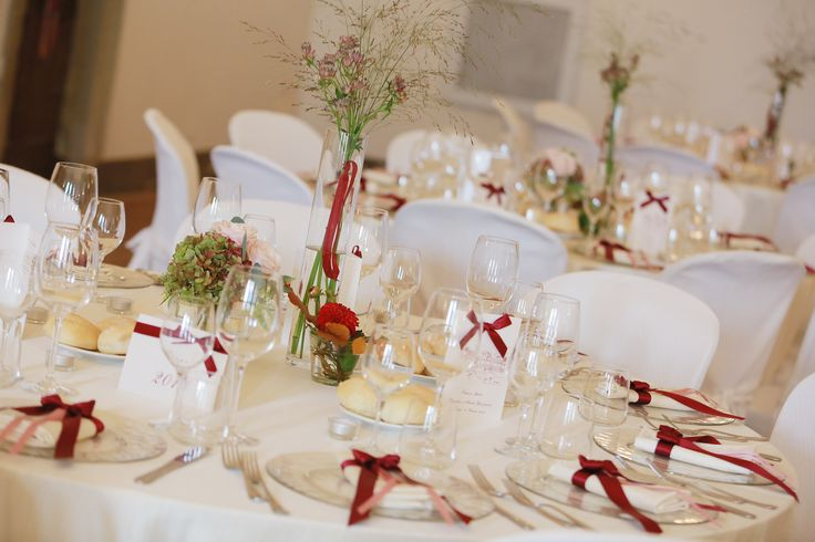 Fall wedding centerpiece in burgundy and pink