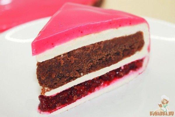 Мой любимый шоколадный муссовый торт с зеркальной глазурью. Состав: Белый шоколадный мусс, Брауни с миндалём, Вишнёвый конфи с коньяком и Зеркальная глазурь. В рецепте использованы формы диаметром 20 и 22 см! Попробуйте приготовить муссовый торт в домашних условиях и вы! Это не только очень красивый и модный торт, но и самый вкусный десерт, который я пробовал.