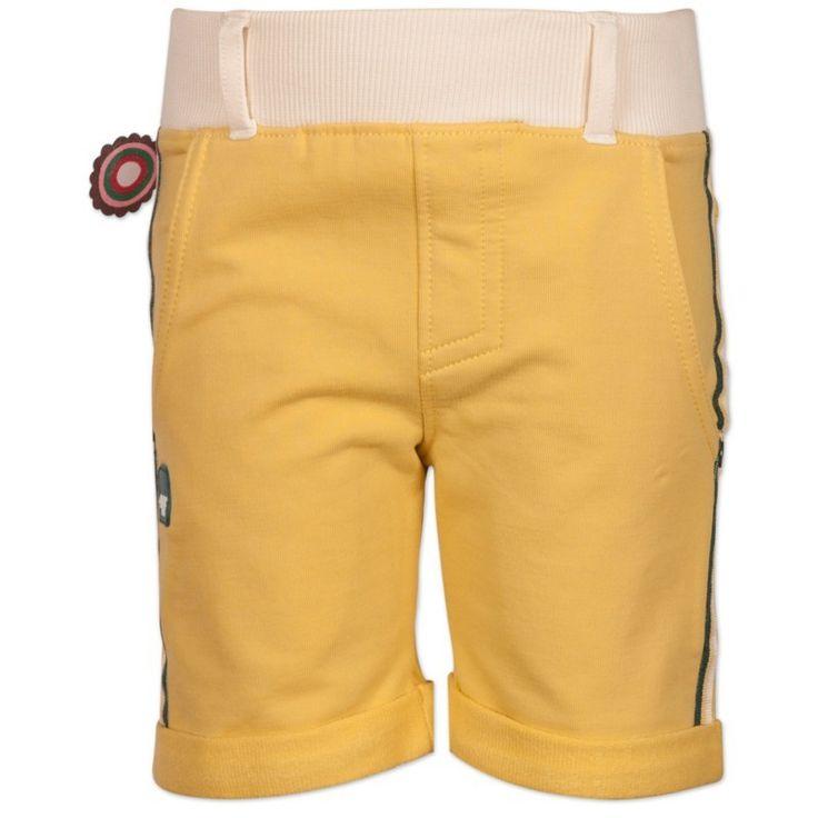 Jongens bermuda broekje Out of Control van het kinderkleding merk 4funkyflavours.  Dit is een geel groen kleurige korte jongens broek uit de reeks Tropical fever, zonder sluiting (brede beige elastische taille) Voorzien van 2 zijdelingse en 2 achterzakken. aan de zijkant afgewerkt met strepen.