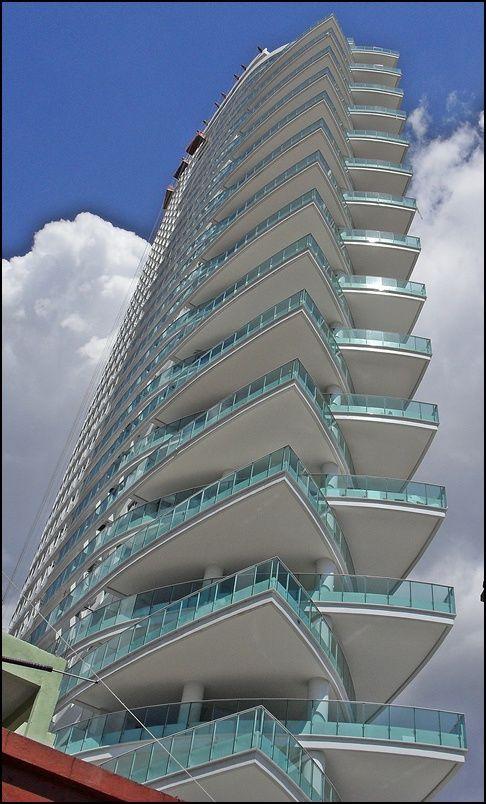 Best 25 fachadas de edificios ideas on pinterest - Fachadas edificios modernos ...