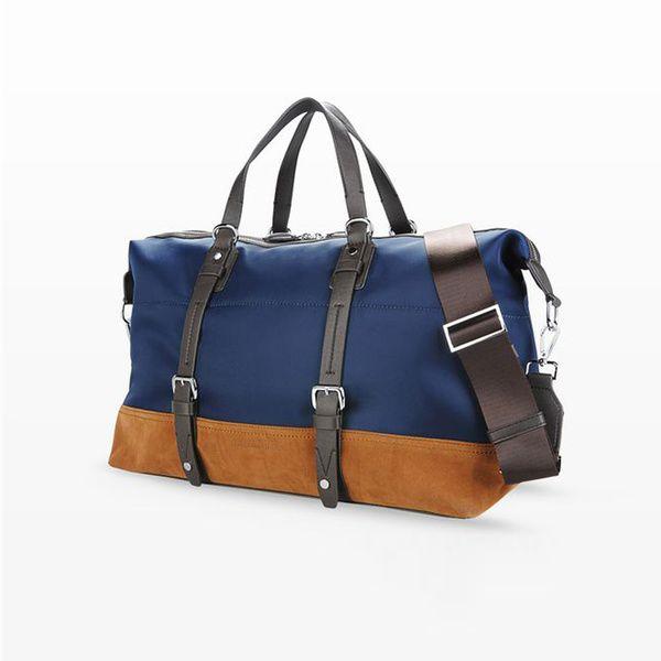 Destination : Deauville. Le sac : Sac week-end, Trussardi Jeans, 205€. A ne pas oublier : une parka