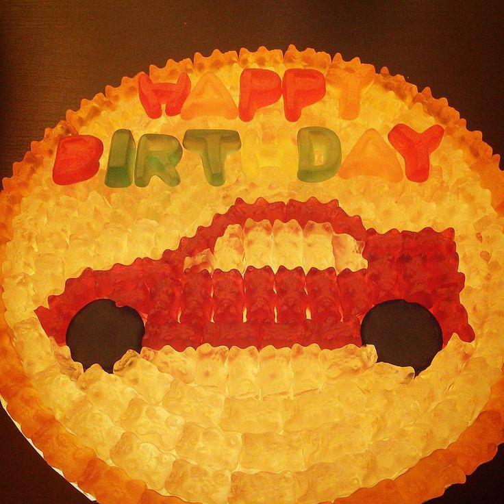 """#auto #candypizza #pizza #pictureoftheday #lecker #leckerschmecker #gibgummi.eu #adorable #haribo #foodpic #foodporn #yummy #duesseldorf #hilden…"""