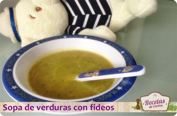Sopa de verduras con fideos, una cena nutritiva para niños -  A menudo lo más complicado en la cocina es acertar con la cena, especialmente cuando hay niños. Queremos que coman bien y queremos que coman sano… ¿Una tarea difícil?. Quizá no tanto si recurrimos a recetas sencillas que les gusten tanto a ellos como a nosotros, un claro ejemplo... - http://www.lasrecetascocina.com/2013/09/06/cena-nutritiva-para-ninos-sopa-de-verduras-con-fideos/