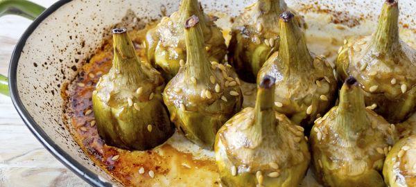 Las alcachofas son una verdura repleta de vitaminas, minerales y antioxidantes . Esta receta de alcachofas caramelizadas es un plato rico y sencillo .
