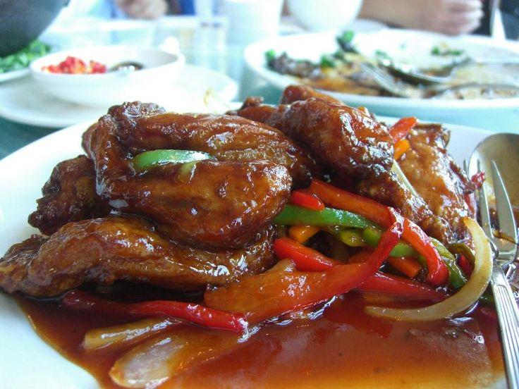 Vepřové kotlety po maďarsku jsou sytým jídlem, které nasytí celou rodinu. Ideální přílohou ke kotletám jsou brambory nebo bramborový knedlík.