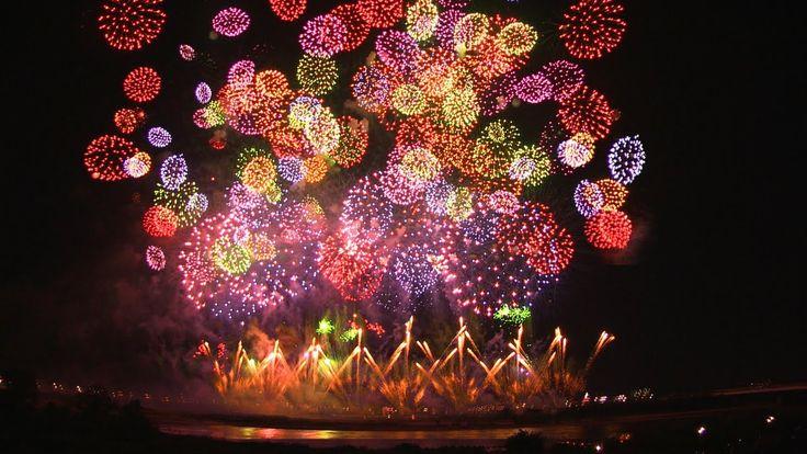 """2012.8.3 天地人花火〜長岡大花火〜All the bomb changing to fireworks Never bomb does not come falling from the sky. The gunpowder for destruction , use fireworks for fun.  """"If everyone making beautiful fireworks and don't making bombs, maybe war isn't happend."""" Kiyoshi Yamashita"""