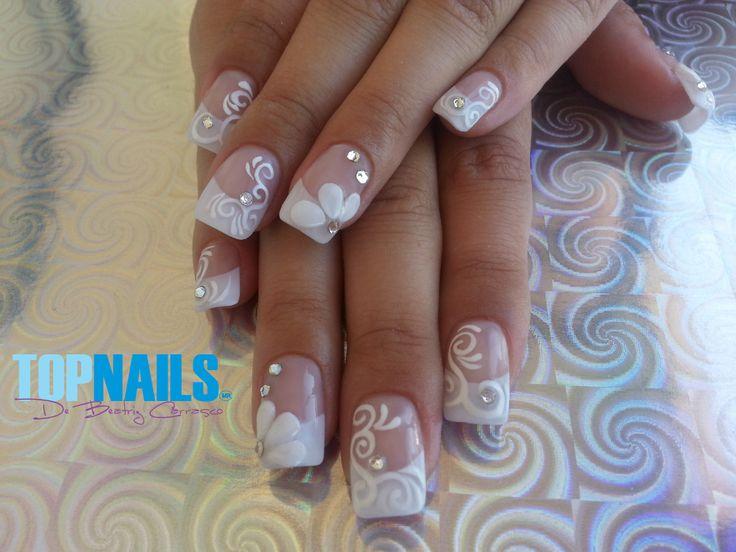 Pin de en u as de novias french nails for Pedreria swarovski para unas
