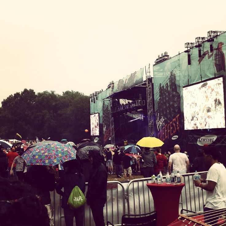 Music, a lounge and some rain. Nothing stopped us from having a blast. #FreeFest #tbt