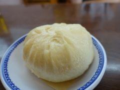 神戸の三宮に肉まんがとっても美味しい三宮一貫楼本店というお店があるんですよ( 神戸では老舗の中華料理店でテイクアウトの行列ができるほど 肉まん以外にも沢山美味しいメニューがあってしかも値段がリーズナブル いくつかの料理を注文して大人数でシェアして食べるのがおすすめ() tags[兵庫県]