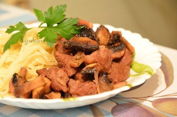 Как приготовить гуляш из говядины с грибами по-французски. - рецепт, ингридиенты и фотографии