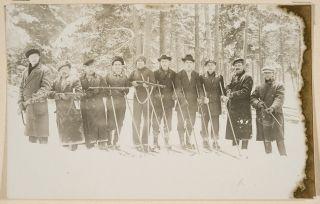 ryhmä Maarian punakaartilaisia harjoituksissa. postikortti, kevättalvi 1917.