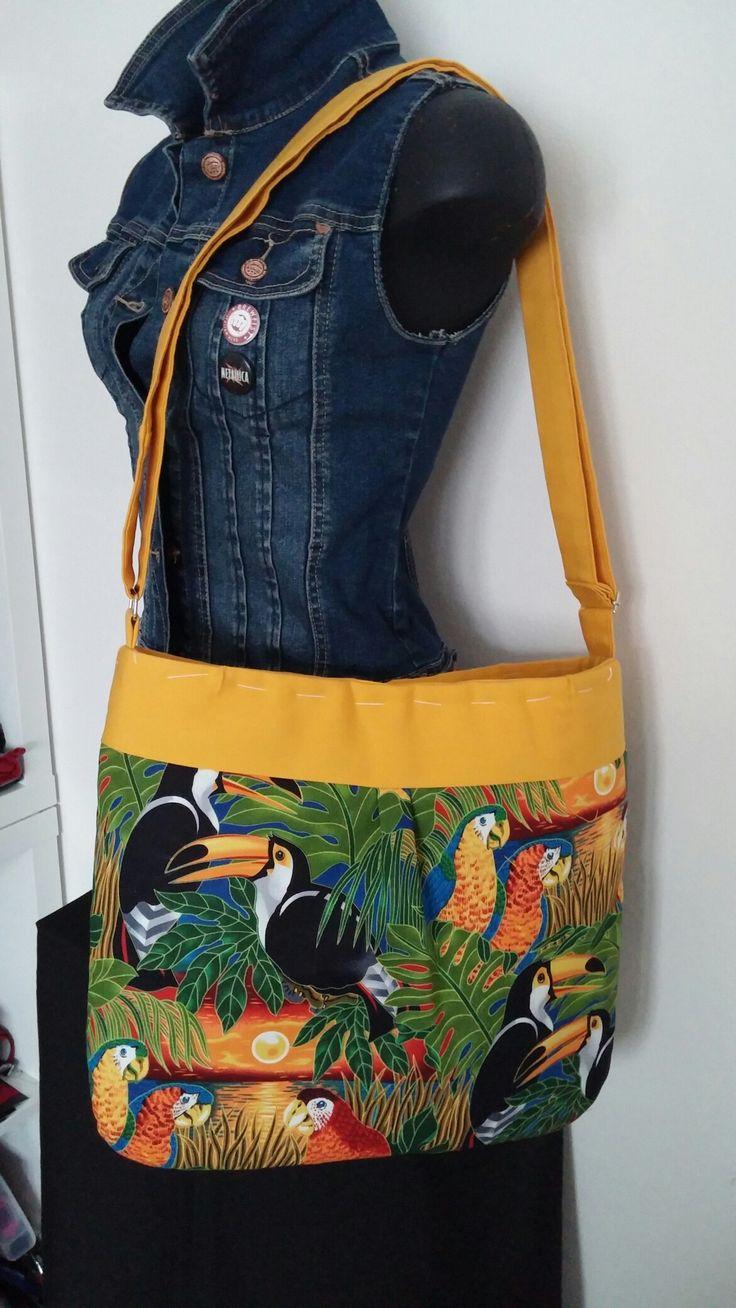 Tracolla gialla in cotone con stampe tropicali, leggera estiva e comodissima misswonderrain.com