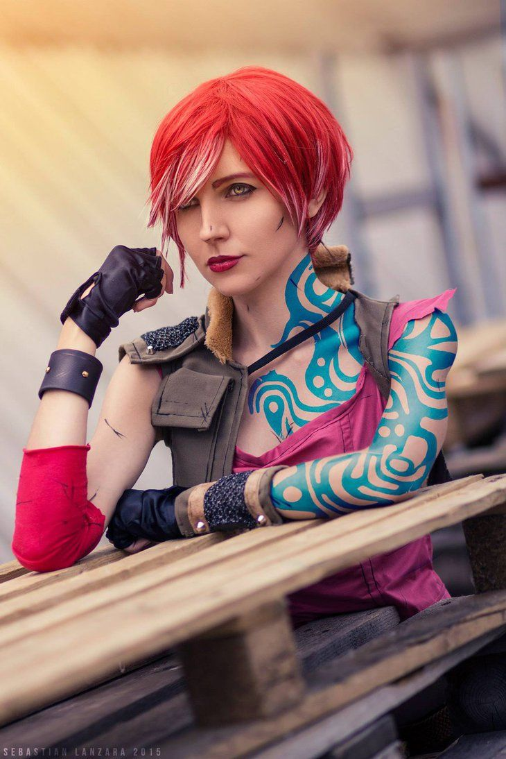 Character: Lilith the Siren (aka The Firehawk) / From: 2K Games & Gearbox Software's 'Borderlands' Video Game Series / Cosplayer: KNami / Photo: Sebastian Lanzara (2015)