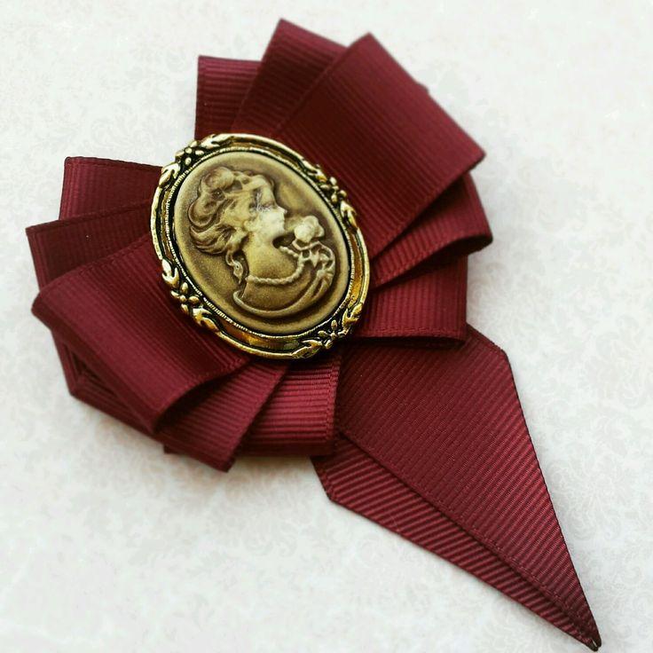 Купить или заказать Миниатюрная брошь-галстук ' Гранат ' в интернет-магазине на Ярмарке Мастеров. Миниатюрная брошь-галстук всего 7 см очень красивого цвета красного вина станет элегантным дополнением к Вашему образу. Очень нежная брошь получилась.