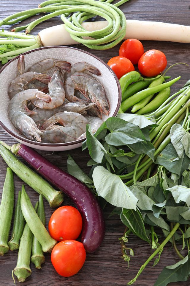Pucker Up And Enjoy This Sinigang Na Hipon A Filipino Sour Soup With Shrimp And Vegetables Using Tamarind As Th Sinigang Shrimp And Vegetables Sinigang Recipe