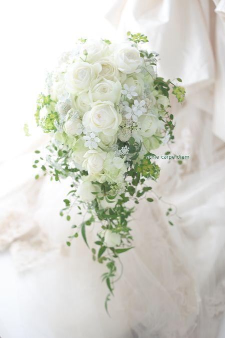 天王洲のスーホルム様へのブーケとお二人の思い出のバラを使っての、生花のリングピローです。花嫁さんかわいかったなあ。しみじみと。からのご紹介のお二人でした。...