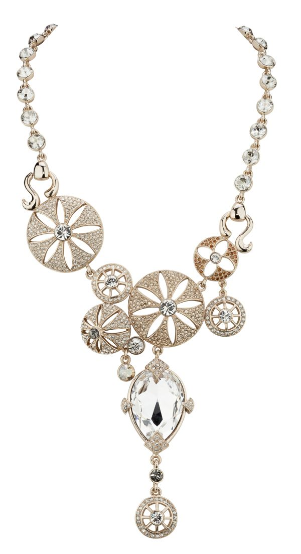 Beautifully designed and made this necklace steals the show. MADE WITH SWAROVSKI ELEMENTS. 100221-N1