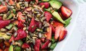 Sommersalat med jordbær - nemme opskrifter på sprøde sommersalater