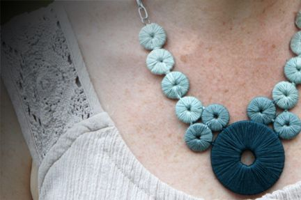 Never would've guessed that washers and embroidery thread could make such a beautiful statement necklace!