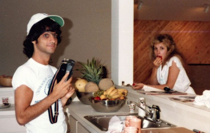 Jimmy Iovine and Stevie ~ ☆♥❤♥☆ ~ in the early 80s; love seeing him in the kitchen and hope he was the one who washed the dishes