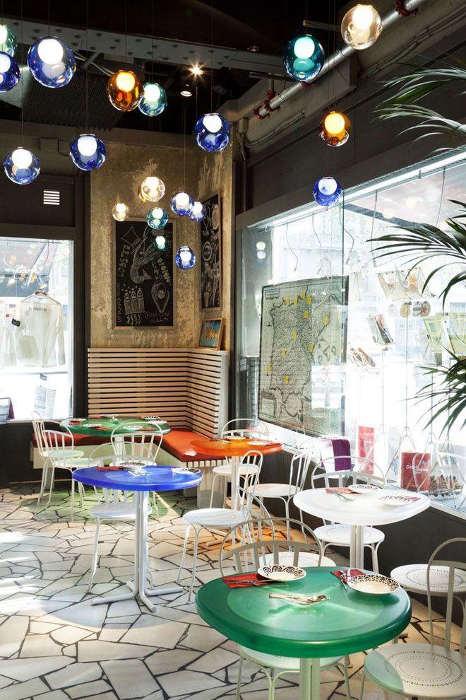 Un bar de néo- tapas : Tickets Bar / Paralelo http://www.vogue.fr/voyages/adresses/diaporama/bonnes-adresses-de-barcelone-htels-restaurants-bars/19904/carrousel/1/plein-ecran#un-bar-de-no-tapas-tickets-bar-paralelo