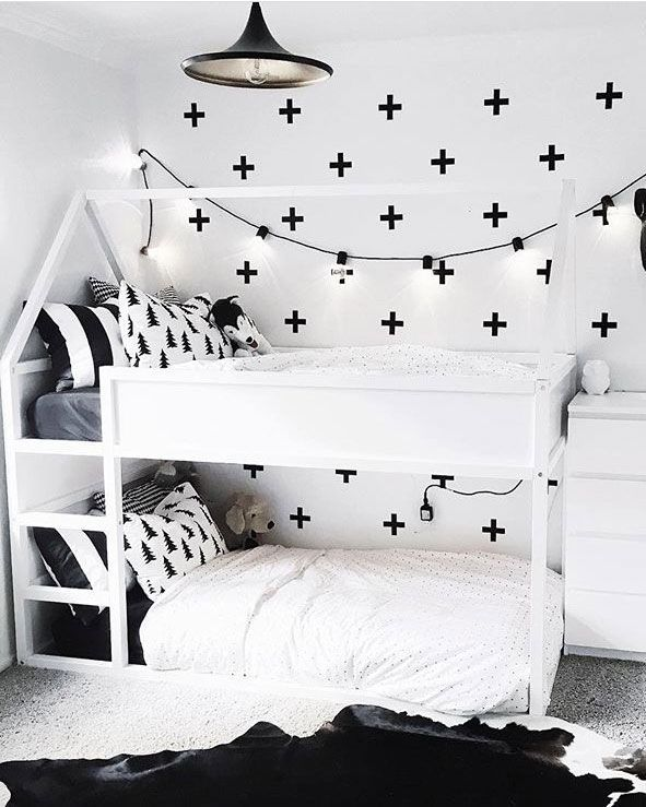 ikea kura hack-schwarz-weiss-machouseblanc-www.limmaland.com (Diy Bedroom Hacks)