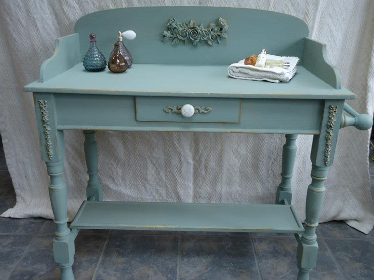 Wow! Sue has created this gorgeous side table using Annie Sloan Chalk  Paint, Duck - 26 Best Appliqué Moulding Images On Pinterest Painted Furniture