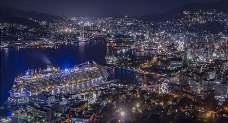 豪華客船と長崎夜景 | Nagasaki365 - 長崎の今を写真でお届けします。