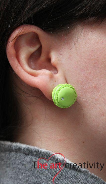 Maccaron verde con strass. #maccaron #verde #bianco #pastapolimerica #fimo #handmade #orecchini #orecchinialobo