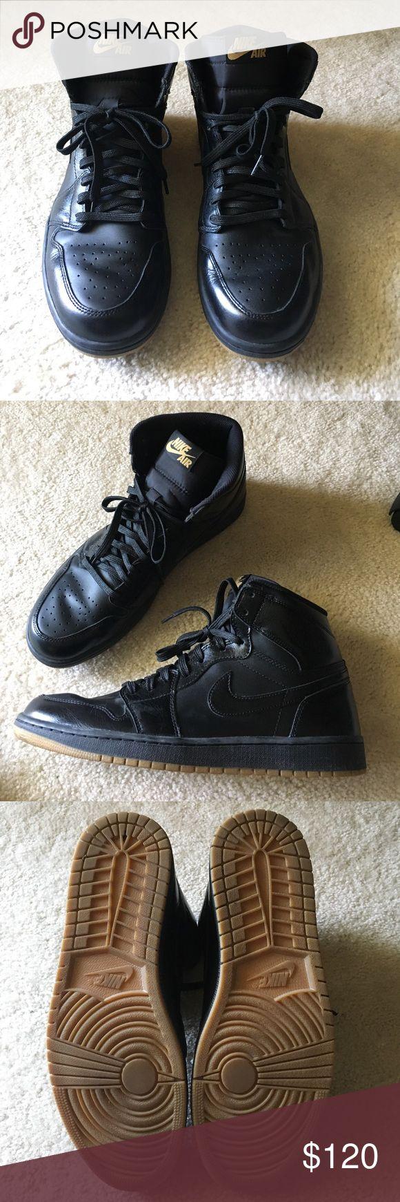 Air Jordan 1 retro high OG black/gum Like new- only worn a few times Air Jordan Shoes Sneakers