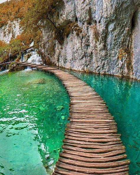 Plitvice National Park, Kroatien. Den perfekten Reisebegleiter findet ihr bei uns: https://www.profibag.de/reisegepaeck/