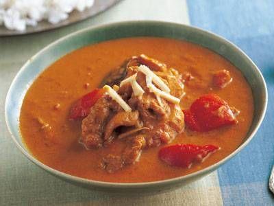 荻野 伸也 さんのラム肩肉を使った「ラムのスープカレー」。ジンギスカンのラム肉を使ったとっておきのスープカレーです。大ぶりに切った野菜がゴロゴロと入り、ボリューム満点なので、ちょっと少なめにご飯を添えるのがおすすめ。 NHK「きょうの料理」で放送された料理レシピや献立が満載。