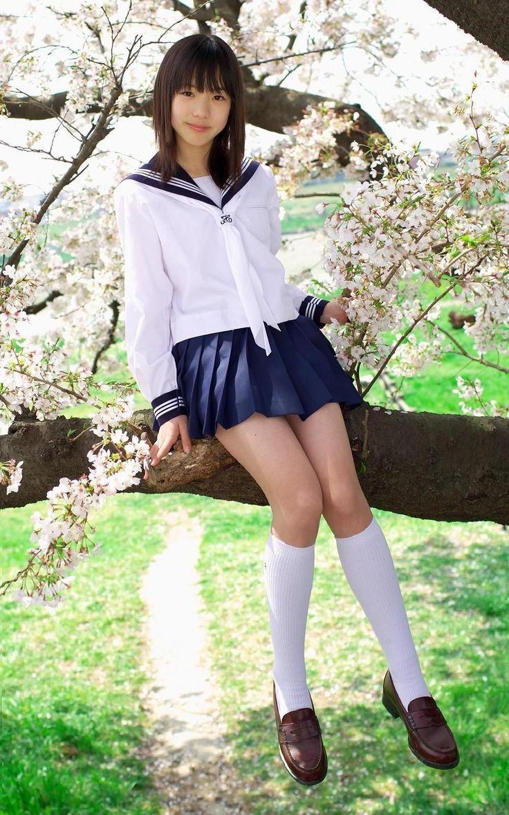 ほしの智世の紺色ハイソックスなセーラー服画像 | 女子校生