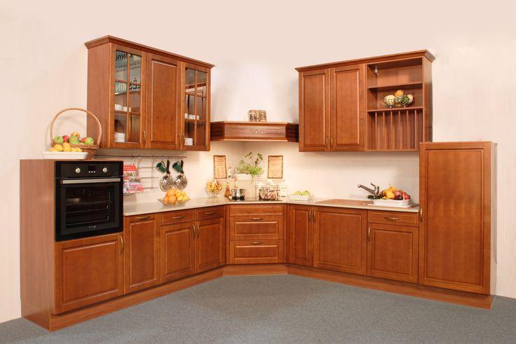 Bükk tömörfa ajtóval készülő konyhabútor, választható színpáccal. A klasszikusabb stílust kedveled? Kérd díszített, duplungolt párkánymegoldással! A választható faanyagok: bükk, t