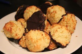 Da jeg lavede pandekager  forleden dag, stod jeg tilbage med en rest kokosmælk og den skulle da ikke smides ud, derfor blev det til disse læ...