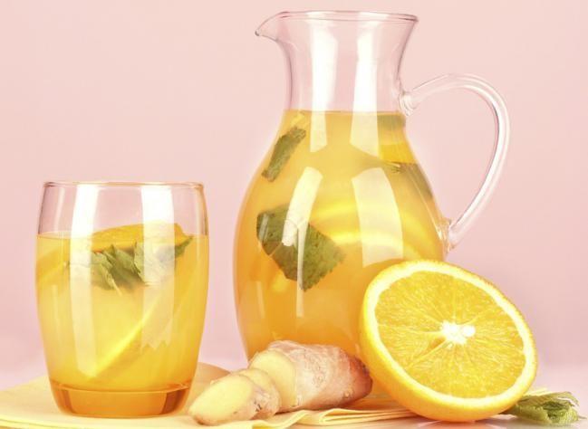 Cóctel de citricos, menta y jengibre.