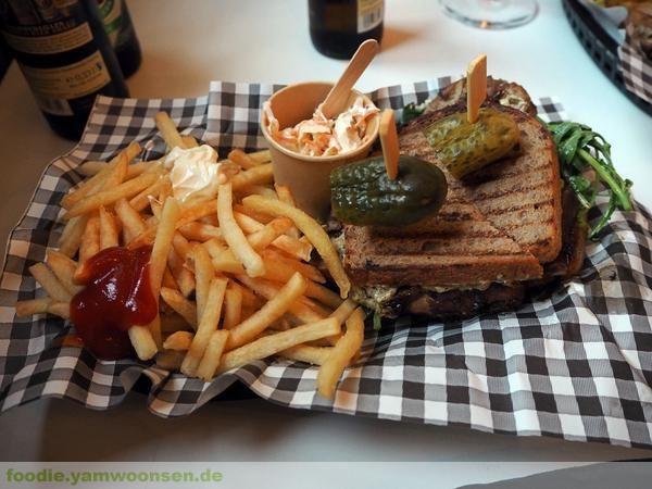 Porchetta Sandwich in der Fettschmelze