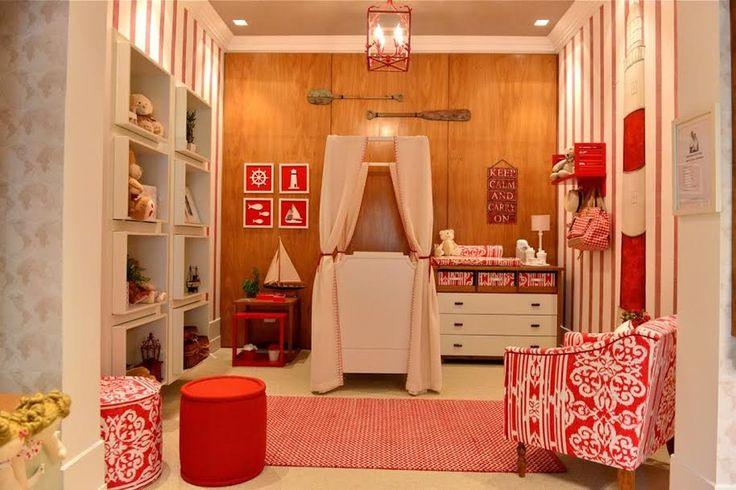 Decoração de quartos para inspirar - Projetado pela Maria Brasil Arquitetura, este quarto é para aquela família que adora viajar nos finais de semana. Os materiais utilizados no ambiente são palha, madeira freijó e tecido
