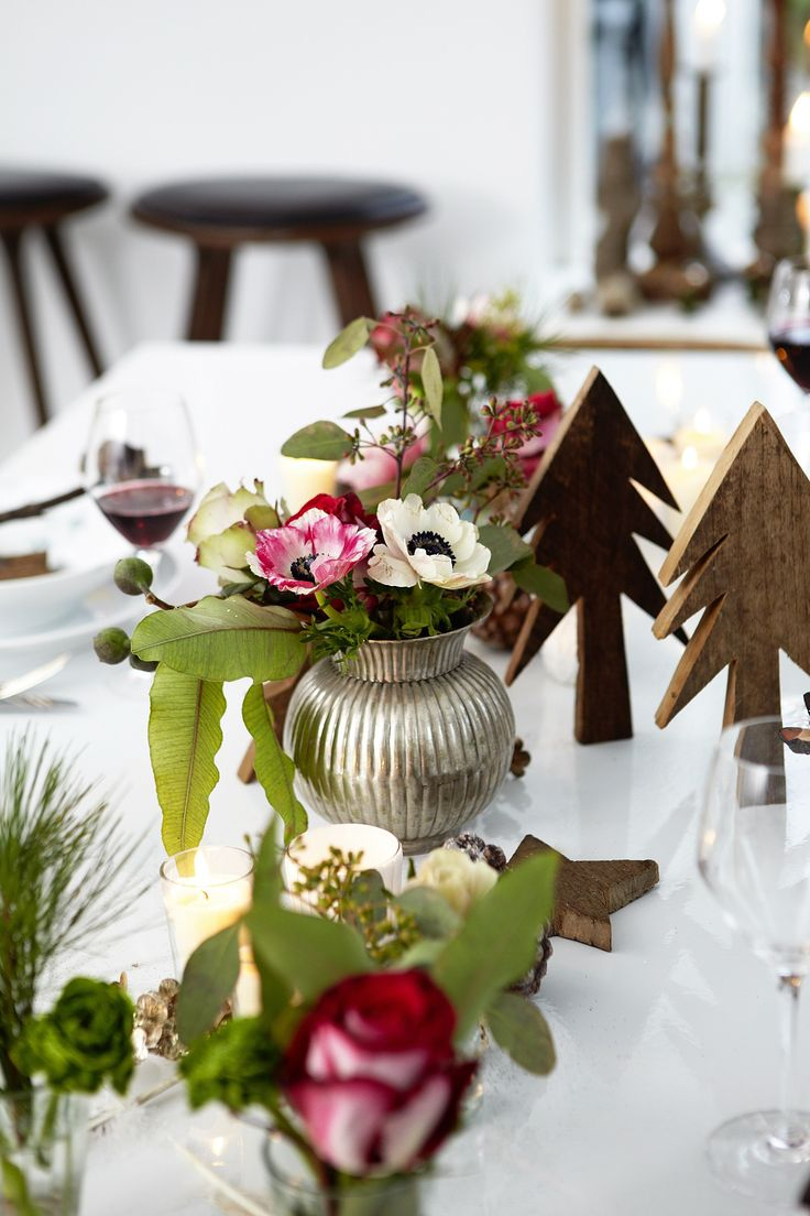 Modern christmas table decor - How To Get The Vintage Look Part Table Mollie Makes Find This Pin And More On Modern Holiday Ideas